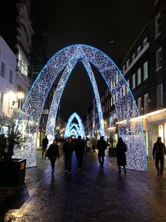 A great photo spot in London this Christmas #ChristmasLights #Glisten