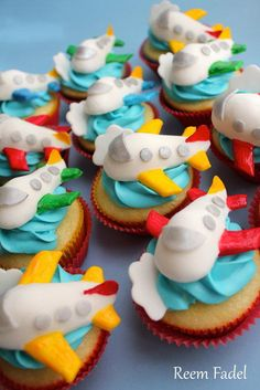 Planes Birthday Cupcakes Learn how to create your own amazing cakes… Airplane Cupcakes, Kid Cupcakes, Themed Cupcakes, Birthday Cupcakes, Cupcake Cookies, Airplane Party, Decorated Cupcakes, Cupcake Toppers, Beautiful Cake Pictures