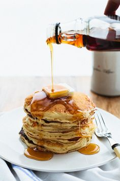 75 Smart and Creative Food Presentation Ideas Yummy Pancake Recipe, Tasty Pancakes, Yummy Food, Fluffy Pancakes, Buttermilk Pancakes, Homemade Pancakes, Pancake Recipes, Delicious Meals, Fluffiest Pancakes