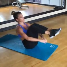 One-arm push ups are a versatile bodyweight workout. They're great for weight loss, enhancing cardiovascular fitness and enhancing the body. Learn how to do One-arm rise with this exercise video. Fitness Diet, Fitness Motivation, Health Fitness, Fun Workouts, At Home Workouts, Fitness Studio Training, Video Sport, Workout Bauch, Ab Work