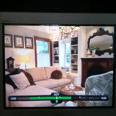 Just saw this LR makeover on Dear Genevieve. Love the trim, built ins, and that mirror! Like the antique modern vibe