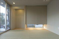 和室(床の間と吊押入)_地窓からの風が心地よい Tatami Room, Zen Room, Natural Interior, Japanese Interior, Empty Room, Japanese Architecture, Sweet Home, Minimalist, Wall