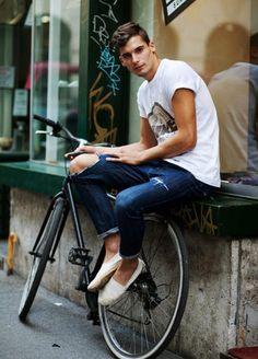 White Tee, dark jeans & White espadrilles