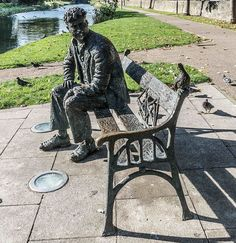Memorial statue of en:Brendan Behan on the banks of the Royal Canal Dublin