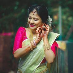 Kerala Bride, Hindu Bride, South Indian Bride, Set Mundu Kerala, Set Saree Kerala, Kerala Saree Blouse Designs, Kasavu Saree, Saree Photoshoot, Indian Bridal Fashion