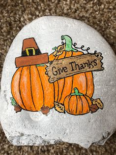 If you are looking for Thanksgiving rock painting ideas, you'll love this collection of 22 thanksgiving inspired painted rocks. Rock Painting Patterns, Rock Painting Ideas Easy, Rock Painting Designs, Painted Rocks Craft, Hand Painted Rocks, Painted Pumpkins, Manualidades Halloween, Halloween Rocks, Christmas Rock