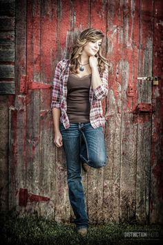 Senior Picture with country girl look by red barn I Green Bay High School senior portraits Senior Year Pictures, Unique Senior Pictures, Country Senior Pictures, Photography Senior Pictures, Senior Photos Girls, Senior Picture Outfits, Fall Senior Pics, Grad Pictures, Girl Photos