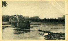"""Le premier pont à cet emplacement est construit entre 1899 et 1903. c'est un pont en arc à tablier suspendu. Le 2 septembre 1944, l'arche centrale est détruite par les bombardements allemands pour protéger leur fuite et retarder la progression des troupes alliées. En 1946, le pont est reconstruit. En 1965, il est rebaptisé """"pont Winston-Churchill"""" avant d'être démoli en 1982 : démolition du pont pour être remplacé par le pont actuel #numelyo #2GM #WW2 #guerre #occupation Winston Churchill, Occupation, Lyon, Actuel, Arch Bridge, Beginning Sounds, September 2, German Men, Apron"""