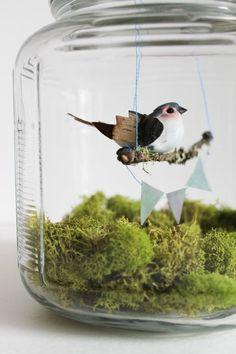idea: bird in a jar diorama spring home decor birdcage bird on a swing bunting moss terrarium Baby Food Jar Crafts, Baby Food Jars, Moss Terrarium, Garden Terrarium, Terrarium Centerpiece, Spring Home Decor, Spring Crafts, Decoration Plante, The Bell Jar