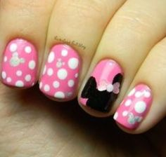 Minnie Mouse Polka Dot Nail Art #disney #disneynailart #disneynails #nailart