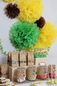 http://artesanatobrasil.net/como-fazer-pompom-de-papel-de-seda-ou-crepom-para-decoracao-de-festas/ #artesanato #pompom #pompompapel #decoração #festainfantil
