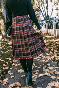 A long vintage plaid skirt for fall. A thrift store piece of clothing that will become a wardrobe staple for many years to come. Long Plaid Skirt, Long Skirt Outfits, Winter Skirt Outfit, Plaid Skirts, Modest Outfits, Winter Outfits, Mini Skirts, Modest Clothing, Vintage Outfits