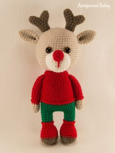 Christmas deer crochet pattern by Amigurumi Today Here is one more Christmas deer amigurumi pattern to your attention! Put this cute deer amigurumi under the Christmas tree and delight your loved ones! Crochet Deer, Cute Crochet, Crochet For Kids, Crochet Crafts, Crochet Projects, Crochet Dinosaur Patterns, Crochet Amigurumi Free Patterns, Crochet Dolls, Crochet Christmas Hats