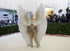 Met Gala 2018: todos os looks e novidades do Baile do Met #met #metgala #bailedomet #looks #lookdasfamosas Bodies Exhibit, Katy Perry, Heavenly, Dresses, Fashion, All About Fashion, Models, Celebrities, Wales