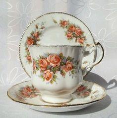 Vintage Paragon Royal Albert Elizabeth Rose Peach Roses Tea cup Trio England