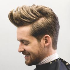 Medium Hairstyles For Men 2017 http://www.menshairstyletrends.com/medium-hairstyles-men/ #menshairstyles #menshaircuts #hairstylesformen #haircuts #taper #mediumlengthmenshair #menshairstyles2017