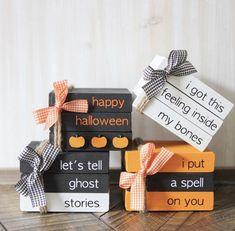 Halloween Wood Crafts, Farmhouse Halloween, Halloween Signs, Diy Halloween Decorations, Holidays Halloween, Fall Crafts, Halloween Diy, Holiday Crafts, Happy Halloween