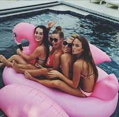 Imagen de summer, friends, and pool