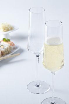 Sărbătorește evenimentele importate savurând băuturi rafinate în pahare din sticlă de la Leonardo! #pahar sticla #pahar sampanie #pahare leonardo # Flute, Champagne, Tableware, Dinnerware, Tablewares, Flutes, Dishes, Tin Whistle, Place Settings