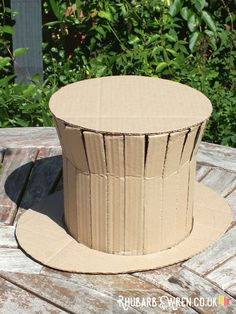 You can make an awesome Willy Wonka style top hat out of an old cardboard box! Willy Wonka Halloween, Willy Wonka Costume, Family Halloween Costumes, Diy Costumes, Zombie Costumes, Halloween Couples, Group Halloween, Homemade Costumes, Homemade Halloween