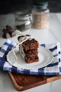 These homemade Granola Bars are the perfect treat for school kids, they will love them especially the chocolate on top! free of peanuts and even vegan! Healthy Meals For Kids, Healthy Recipes, Kids Meals, Real Food Recipes, Healthy Snacks, Snack Recipes, Dessert Recipes, Desserts, Unique Recipes