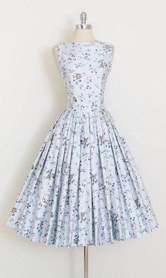 Vintage Dresses vintage dress gorgeous printed dress tiny blue birds and floral print full skirt polished cotton metal back zipper condition Vintage Outfits, Vintage 1950s Dresses, Vintage Fashion, 1950s Fashion Dresses, Retro Vintage, Vintage Clothing, Retro Dress, Vintage Kitchen, Vintage Style