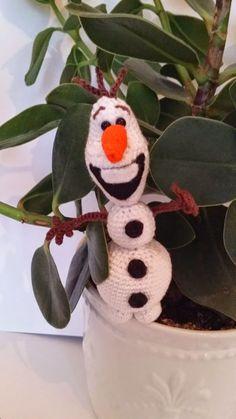 Onimi Design: Olaf - Mönster Disney Films, Disney Characters, Olaf Frozen, Chrochet, Crochet Animals, Fun Crafts, Snowman, Knitting, Holiday