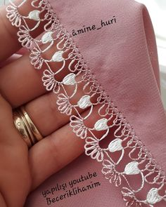 Filet Crochet, Crochet Shawl, Diy Crochet, Crochet Stitches, Thread Art, Needle And Thread, Hairstyle Trends, Crochet Sunflower, Needle Lace