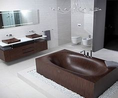 http://www.mobilehomerepairtips.com/mobilehomebathtubreplacement.php has some information on the various bathtubs available for your mobile home.