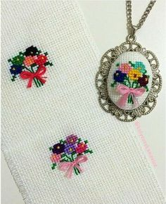 This Pin was discovered by Iğn Silk Ribbon Embroidery, Diy Embroidery, Cross Stitch Embroidery, Embroidery Patterns, Mini Cross Stitch, Cross Stitch Rose, Cross Stitch Designs, Cross Stitch Patterns, Cross Stitching