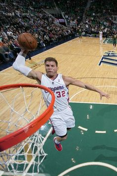 DECEMBER 28: Blake Griffin #32 of the Los Angeles Clippers dunks against the Utah Jazz