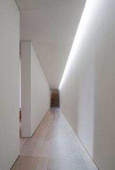 modern corridor design and corridor lighting in house in melides by Pedro Reis Arq . Corridor Lighting, Indirect Lighting, Strip Lighting, Interior Lighting, Lighting Design, Garage Lighting, Lighting Ideas, Cove Lighting Ceiling, Wall Wash Lighting