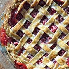 Lisa wanted to make an raspberry pie to thank a neighbor, and now she can't stop making them with this easy raspberry pie recipe. Anyone want a pie? Easy Raspberry Pie Recipe, Raspberry Recipes, Pie Recipes, Dessert Recipes, Desserts, Fruit Recipes, Recipies, Homemade Pie, Homemade Snickers
