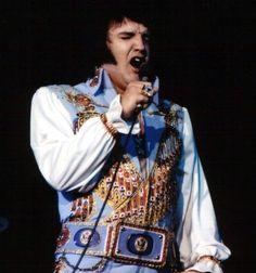 Elvis on stage in Long beach in april 25  1976.