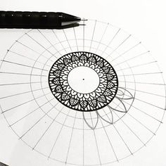 Mandala Art Lesson, Mandala Doodle, Mandala Drawing, Mandala Painting, Mandala Tattoo, Pencil Art Drawings, Doodle Drawings, Doodle Art, Croquis Mandala