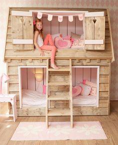 Kinderslaapkamers inrichten vind ik het leukste wat er is. Bij mijn ontwerpen zorg ik ervoor dat de kinderen zich happy voelen in hun eigen kamer. Het allerbelangrijkste van een kinderkamer is natuurlijk dat de kids heerlijk slapen in hun bedjes.�