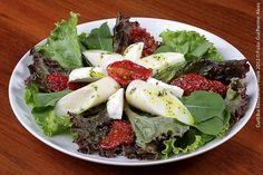 Cenacolo Restaurante e Eventos (jantar)  Insalatta Palma  Salada de folhas verdes com tomate seco. mozzarella de búfala e palmito