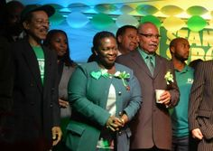 Conozca a la premier Paula Cox, centro, quien ha ganado las elecciones generales en Hamilton, Bermudas