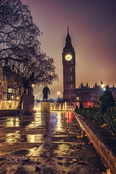***Rainy night in London (England) by Shoot At Mine - Sam Strong / ☔️ Night Aesthetic, City Aesthetic, London Night, London City, London Rain, Beautiful World, Beautiful Places, London Dreams, London Places