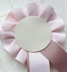 ふんわりリボンの作り方 Handicraft, Diy Design, Create, Tableware, Handmade, Ribbon Crafts, Hanging Medals, Diy, Craft