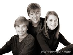 60 Ideas Photography Poses For Teens Family Portraits Older Siblings Older Sibling Photos, Older Sibling Photography, Teenager Photography, Sibling Poses, Family Photography, Older Siblings, Food Photography, Christmas Photography, Family Portrait Poses