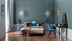 Kolor we wnętrzu // modne kolory ścian // fot. mat.prasowe: http://www.weranda.pl/urzadzamy/sciany/kolory-scian-w-pokoju-sypialni-kuchni-jak-je-dobierac #design #home #colors #walls #inspirations #wall #interriors #ideas #happy #chair #furniture #sofa #navy #white #grey #bedroom #kolory #ściany #farba #meble #kolorowe #inspiracje #kolor #malowanie #wnętrza #mieszkanie #remont #inspiracje #pomysły #kanapa #salon #pokój  #dom #kolorystyka #porady #diy #granatowy #biały #szary #sypialnia #łóżko