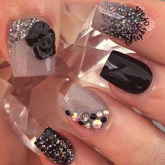 #black#taupe#acrylicnails#shortnails#squarenails#flawlous#stephsnails#taupenails#custommix#blackglitter#glitterombre#diamonds#studs#fallnails#stephset