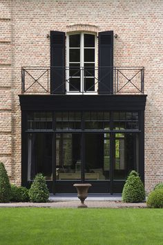 Best exterior ever! House architecture facade brick english british classic traditional modern conservatory window balcony black garden ideas Source by julemarquardt Design Exterior, Exterior House Colors, Exterior Paint, Black Exterior, House Windows, Facade House, House Doors, House Shutters, Brick Facade
