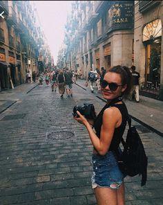 Louvre, Poses, Building, Travel, Figure Poses, Viajes, Buildings, Destinations, Traveling