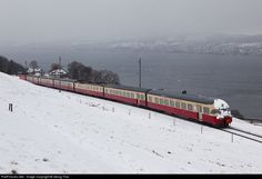 RailPictures.Net Photo: 1053 SBB Historic RAe TEE II at Wädenswil, Switzerland by Georg Trüb