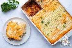 Deze warme en kruidige koolhydraatarme Shepherd's pie is super lekker, voedzaam en gezond. Een hartverwarmende schotel voor op een koude herfstdag. #koolhydraatarm #ovenschotel #gehakt Low Carb Recipes, Vegetarian Recipes, Cooking Recipes, Shrimp Recipes For Dinner, Easy Dinner Recipes, Healthy Recepies, Stuffed Shells Recipe, Go For It, Keto Dinner