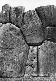 Stone wall in Sacsayhuaman, Cuzco, PERU 1954 @Werner Bischof
