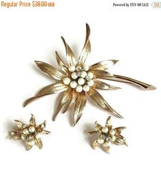 ❘❘❙❙❚❚ Spring Sale ❚❚❙❙❘❘     This is a spectacular and Large Faux Pearl Flower Brooch and Earrings Set #Vintage Rhinestones!  These pieces are fabulous – possibly never wor... #vintage #jewelry #fashion #ecochic #vogueteam