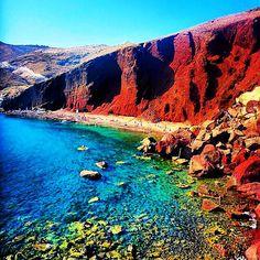 The famous Red beach , in Santorini island (Σαντορίνη) ❤️. Looks like Mars planet on earth ...☀️.
